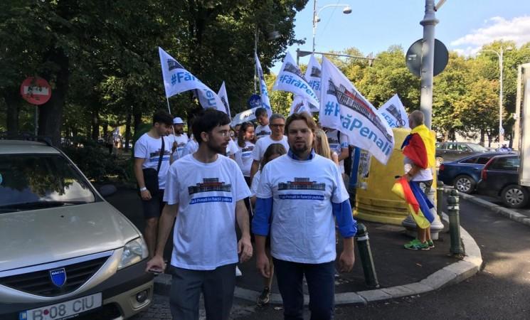 """Daniel Popescu, secretar al Comisiei pentru comunităţile de români din afara graniţelor ţării: """"Am fost alături de diasporeni la protestul din 10 august 2018"""""""
