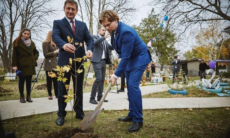 """Deputatul Daniel Popescu, la inaugurarea unei grădinițe din Republica Moldova: """"sper că locuitorii satului își vor aminti cu plăcere de legătura dintre cele două țări atât de strâns legate prin limbă, cultură, credință, tradiții și istorie"""""""