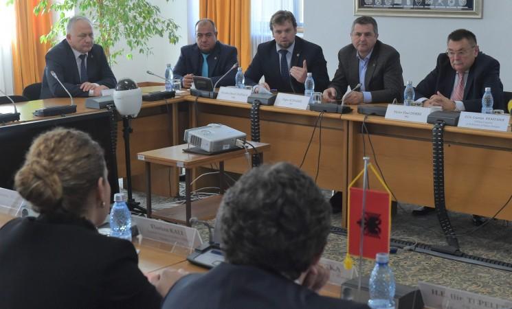 Deputatul Daniel Popescu a primit la Palatul Parlamentului vizita unei delegații albaneze, condusă de doamna Olta Xhaçka, ministru al apărării