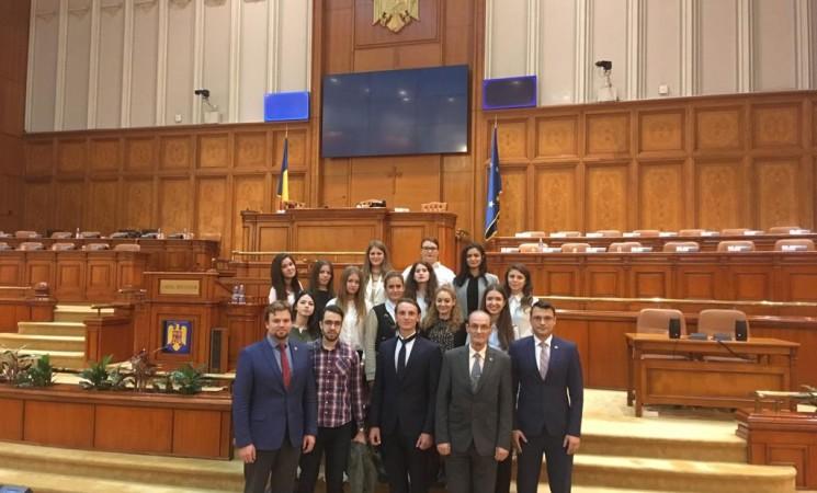 Studenți la Drept - în vizită la Parlament!