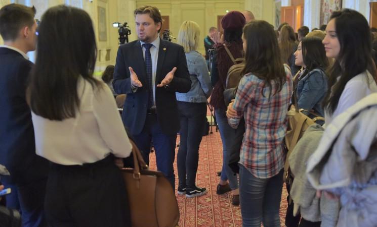 Deputatul câmpulungean USR Daniel Popescu interpelează Ministerul Educației în legătură cu situația materială a școlilor și grădinițelor din Suceava