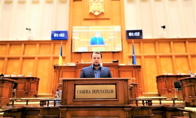 Deputatul Daniel Popescu a prezentat deputaților dosarul absurd al unei gropi de gunoi construite cu fonduri europene în Pasul bucovinean Mestecăniș